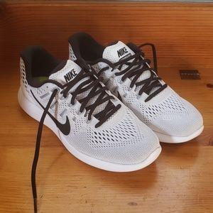 Nike Shoes - Nike Lunarglide 8